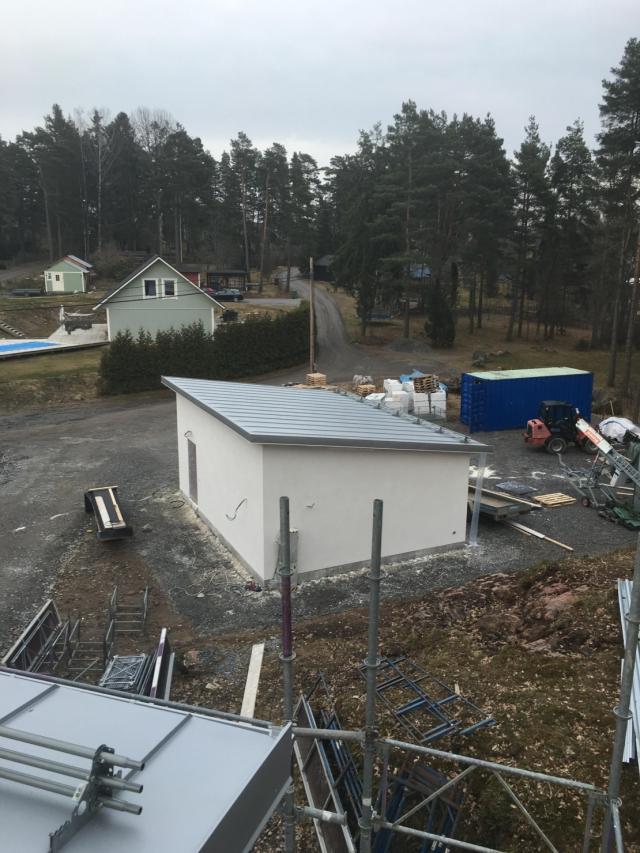 Bandtäckning på garage i Mälby