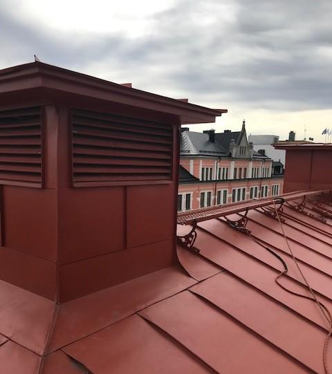 Ventilationsschakt och takbrygga på Drottninggatan